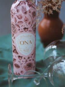 Víno ONA rosé by Pavelka s pohármi